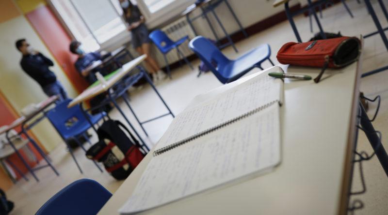 Illa asume que habrá brotes en colegios pero tranquiliza a familias e insiste en recuperar educación presencial